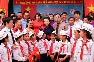 Phó Bí thư Thường trực Thành ủy Hà Nội dự khai giảng, động viên thầy trò vùng ngập úng Chương Mỹ