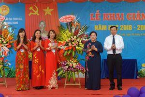Chủ tịch HĐND TP Hà Nội Nguyễn Thị Bích Ngọc dự khai giảng tại THCS Phương Trung (Thanh Oai)