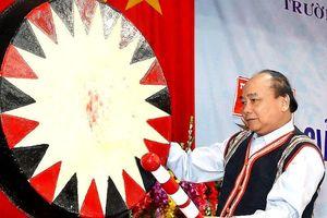 Thủ tướng Nguyễn Xuân Phúc dự lễ khai giảng tại Kon Tum