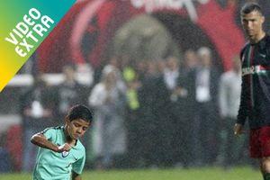 Con trai Ronaldo lập siêu phẩm y hệt bố ở đội U9 Juventus