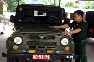 Trung úy QNCN Nguyễn Văn Toàn kịp thời cấp cứu người bị tai nạn
