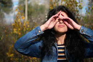 Mẹo bảo vệ mắt dành cho người thường xuyên dùng smartphone