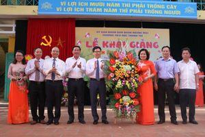 Phó Thủ tướng Vũ Đức Đam dự khai giảng trường ven đô Hà Nội