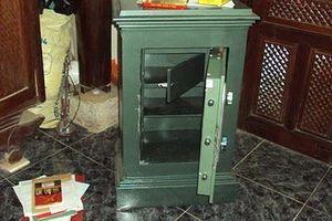 Đục két sắt trộm vàng tại nhà nữ giám đốc