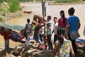Băng rừng, vượt sông Mã đưa hàng cứu trợ đến đồng bào vùng lũ xứ Thanh