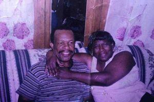 Công chức 'khó ở' trên máy bay, ông lão 99 tuổi đi bộ 10km thăm vợ