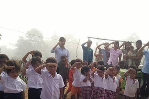 Chùm ảnh: Lễ khai trường nơi ngút ngàn Trường Sơn
