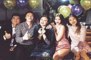 Mặc tin đồn hẹn hò 'bủa vây', Bích Phương diện đồ gợi cảm dự tiệc sinh nhật Shark Khoa