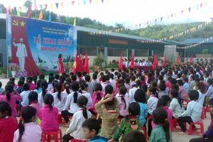 Xúc động lễ khai giảng ở ngôi trường được xây bằng… lòng thơm thảo