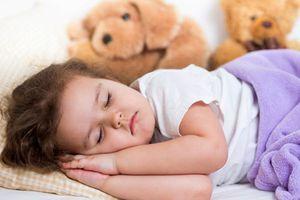 Cho bé ngủ vào những khung giờ này, đảm bảo con cao lớn trông thấy