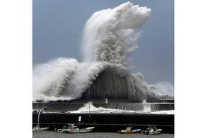 Hình ảnh cơn bão Jebi đổ bộ vào Nhật Bản