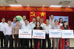 Báo Đầu tư và DRH Holdings trao học bổng tại Bình Thuận