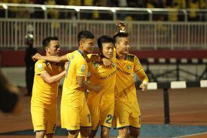 'Sao U23' Phan Văn Đức và SLNA thâu tóm mọi danh hiệu của tháng 7 và 8