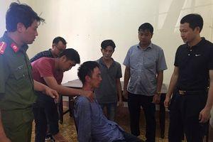 Giải cứu 2 người đàn ông bị đối tượng ngáo đá dùng dao khống chế