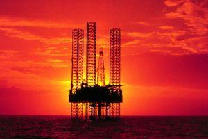 Bão Gordon dịu bớt, giá dầu các loại đồng loạt giảm sâu