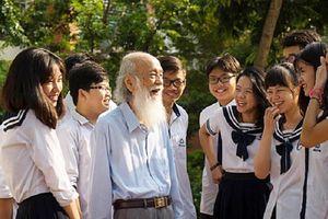 Bài phát biểu cảm động của thầy Văn Như Cương trong lễ khai giảng cách đây 3 năm bất ngờ được chia sẻ rầm rộ