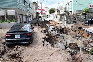 Vừa dứt siêu bão lại đến động đất mạnh, Nhật Bản tan hoang trong đống đổ nát