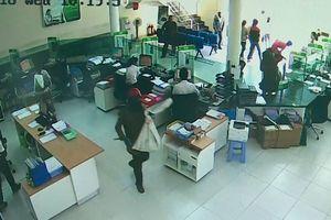 Công an tiến hành nhận dạng 2 đối tượng cướp ngân hàng ở Khánh Hòa 