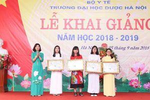 Trao học bổng Dạ Hương chung sức cùng nữ thầy thuốc tương lai