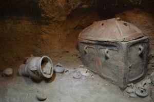 Tìm chỗ đỗ xe, bất ngờ phát hiện cổ vật hơn 3.000 năm tuổi