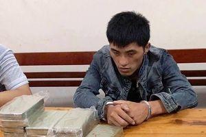Đối tượng quốc tịch Lào vận chuyển 10 bánh heroin và 1 kg ma túy đá sa lưới