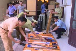 Cảnh sát tóm gọn tài xế chở theo 20 thanh kiếm trong đêm