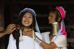 #Justgo: Thăm làng cổ dài có một không hai tại Thái Lan