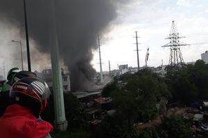 Bình Thạnh: Cháy dữ dội khu nhà trọ