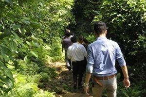 Phú Thọ: Vượt rừng đến điểm trường vẫn bị cô lập sau bão số 3