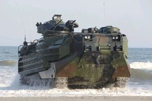 Brazil mua xe chiến đấu lội nước hiện đại của Mỹ