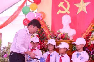 Quảng Bình: Chắp cánh ước mơ cùng em đến trường