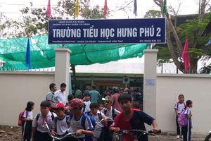 Phụ huynh kéo đến trường hỏi về sách tiếng Việt lớp 1 Công nghệ giáo dục