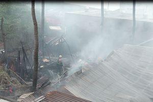 'Bà hỏa' thiêu rụi một căn nhà dưới chân cầu Bình Lợi