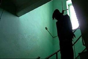 Cán bộ văn phòng Đảng ủy xã thắt cổ tự tử