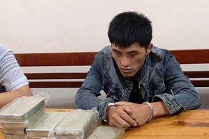 Bắt đối tượng vận chuyển 10 bánh heroin, 1 kg ma túy đá từ Lào vào Việt Nam