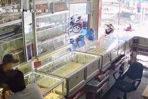 Đắk Lắk: Bắt đối tượng cướp tiệm vàng rồi bỏ trốn