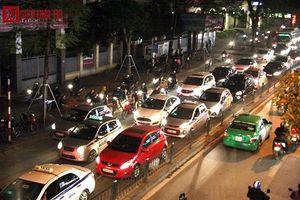Những tình huống oái oăm khi đi ô tô biển tỉnh ở Hà Nội