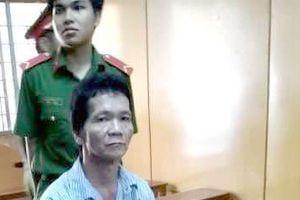Ghen với vợ cũ, gã côn đồ kiếm cớ đâm chết 2 người