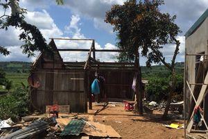 Lâm Đồng: Nhiều ngôi nhà bị tốc mái, hư hỏng nặng sau lốc xoáy