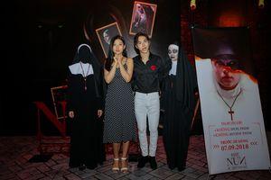 Vợ chồng Chúng Huyền Thanh 'trốn con' đi xem phim kinh dị The Nun