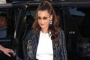 Bella Hadid thanh lịch, sải bước trên phố với set đồ vest thời thượng
