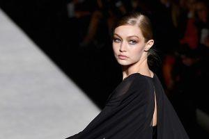 Gigi Hadid đọ sắc con gái siêu mẫu Cindy Crawford trên sàn diễn