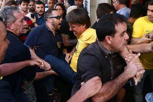 Đi vận động tranh cử, ứng viên Tổng thống Brazil bị đâm dao