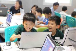 Lần đầu tiên học sinh Việt Nam được học lập trình trong game Minecraft của Microsoft