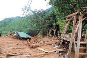 Hàng chục hộ bị lũ cuốn trong tích tắc dưới đỉnh 'Sài Khao'