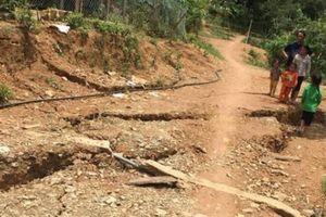 Nghệ An: Xuất hiện vết nứt dài 800m, đe dọa xóa sổ 2 trường học