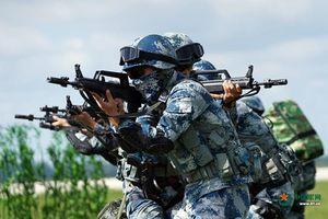 Mục kích màn giải cứu con tin đầy máu lửa của đặc nhiệm Trung Quốc