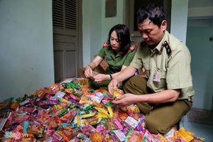 Hà Nội: Thu giữ gần 2.000 bánh trung thu siêu rẻ, không hạn sử dụng