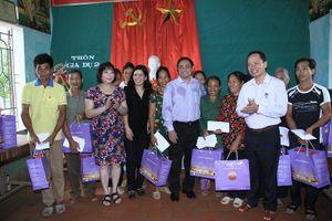 Ông Phạm Minh Chính, Trưởng ban Tổ chức TW thăm người dân bị thiệt hại do mưa lũ tại Thanh Hóa