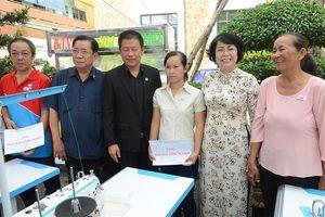 Trao tặng 100 phương tiện sinh kế cho người nghèo TP Hồ Chí Minh